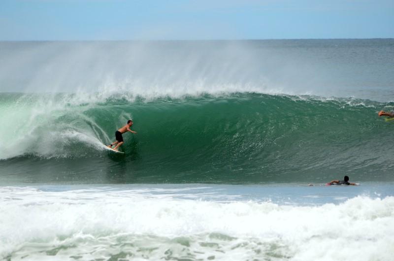 Surf > Playa Colorado: Double Overhead, Clean